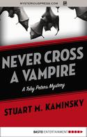 Stuart M. Kaminsky: Never Cross a Vampire
