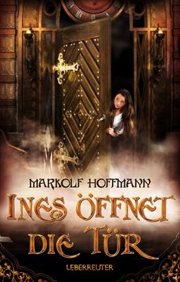 Ines öffnet die Tür