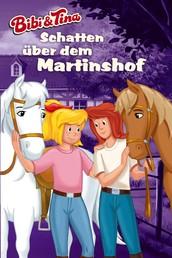 Bibi & Tina - Schatten über dem Martinshof - Roman